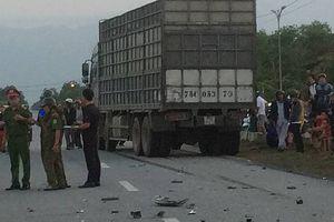 Huế: Va chạm với xe tải, 2 nam thanh niên tử vong
