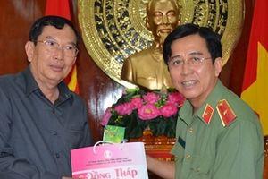 Công an PrâyVeng – Vương quốc Campuchia thăm và chúc tết Công an Đồng Tháp