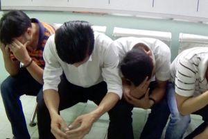TPHCM: Bắt quả tang hàng chục nam nữ phê ma túy trong quán bar