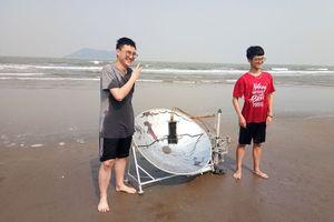 Hai nam sinh chế hệ thống máy chưng cất nước ngọt 'thuần cơ'