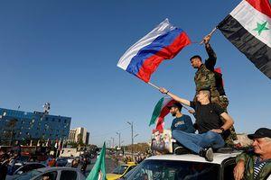 Người dân Syria xuống đường phất cờ ủng hộ ông Assad