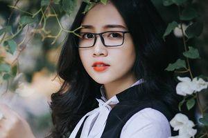 Dù đeo kính cận nhưng nữ sinh này vẫn hút hồn người đối diện đến không ngờ