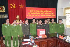 Trung tướng Nguyễn Văn Sơn - Thứ trưởng Bộ Công an thăm và làm việc với Trại Tạm giam số 1, CATP Hà Nội