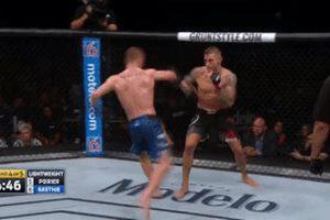 UFC: Cựu vô địch thế giới bị đánh bại trong 'trận đấu hay nhất năm'