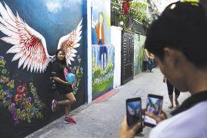 Làng bích họa đầu tiên ở Đà Nẵng rực rỡ đón du khách