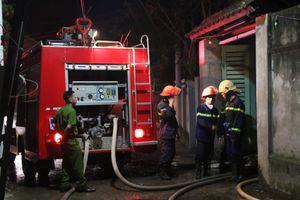 Đà Nẵng: Cháy lớn lúc nửa đêm, xưởng gỗ bị thiêu rụi