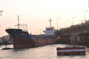 Cầu Đồng Nai ra sao sau cú đâm va của tàu hàng nghìn tấn?