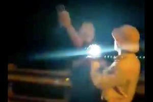 Điều chuyển công tác CSGT 'rọi đèn pin vào mặt dân'