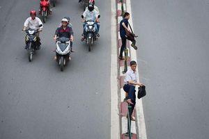 Người đi bộ trên đường phải chấp hành nguyên tắc nào?