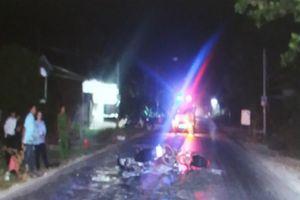 2 xe máy đối đầu trong đêm, 1 người tử vong