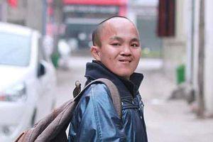 Hành trình thiện nguyện xuyên Việt đáng ngưỡng mộ của chàng trai khuyết tật