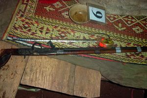 Hai vợ chồng tử vong tại nhà riêng, bên cạnh khẩu súng kíp