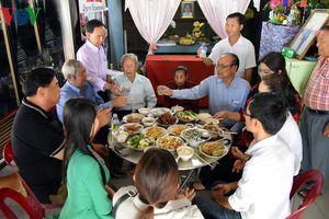 Ấm áp Tết Việt trên 'đất nước Triệu Voi'