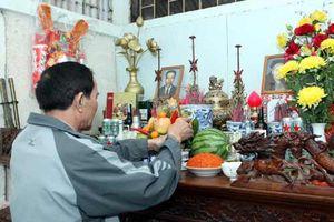 Hoa nào nên và không nên dâng cúng trên bàn thờ ngày Tết?