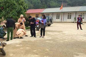 Sơn La: Giáo viên lùi xe trong sân trường khiến học sinh lớp 1 tử vong