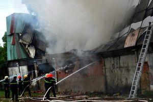 Hơn 80m2 nhà xưởng của công ty may bị thiêu rụi sau đám cháy
