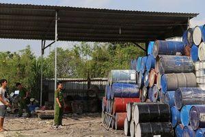 Bắt quả tang hàng tấn chất thải chưa qua xử lý tại bãi phế liệu