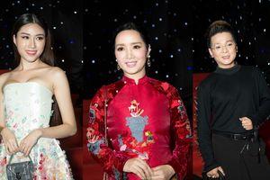 Thảm đỏ VIFW ngày 2: Giáng My diện áo dài 6 tà, Vũ Hà khiến khán giả ngán ngẩm với lối ăn diện không hợp tuổi