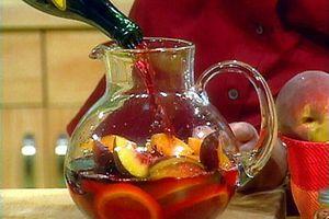 Uống rượu hoa quả tự làm: Lợi hay hại?