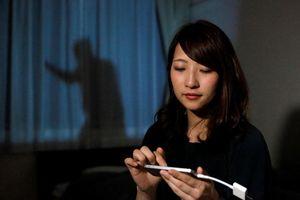 Nhật Bản phát minh 'người đàn ông trên rèm cửa' để bảo vệ phụ nữ