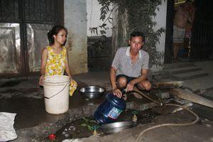 Hàng trăm hộ dân 'lao đao' vì bị cắt nước dài ngày
