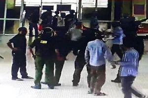 Hà Tĩnh: Bà bầu cấp cứu, hai thanh niên lao vào cầm dao đe dọa bác sĩ phải làm ngay