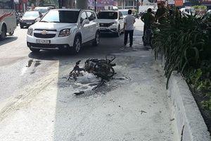 Bị CSGT xử phạt, nam thanh niên châm lửa đốt xe tại chỗ