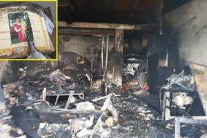 Cháy nhà ở Nam Định: Chồng ngất xỉu khi thấy thi thể vợ dang tay ôm 2 con vào lòng