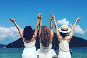 Đi biển mùa hè, phái đẹp nên mang theo những gì?