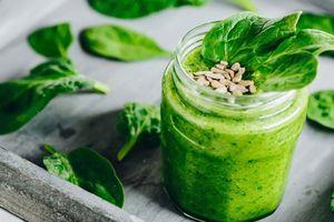 Vì sao phải ăn cải bó xôi trong bữa cơm hàng ngày