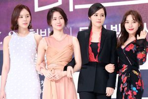 'Mỹ nhân vạn người mê' Han Ga In đẹp xuất sắc, lấn áp loạt nữ phụ vô danh trong họp báo phim 'Mistress'