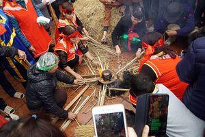 Tưng bừng ngày hội kéo lửa thổi cơm làng Thị Cấm