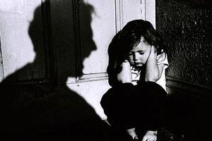 'SGK lớp 5 dạy trẻ về lạm dụng tình dục là quá muộn'