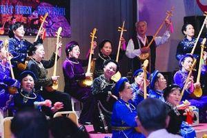 Giữa Sài Gòn nghe hát then, đàn tính