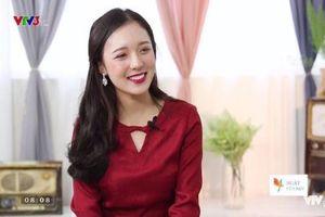 Cao 1m50, nữ sinh trường Báo tự tin với vai trò MC truyền hình