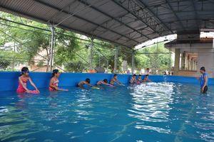 Đầu tư xây bể, đẩy mạnh dạy bơi