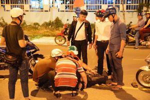 Những người Sài Gòn 'quá rảnh' đi đêm đưa người xỉn về nhà, vá xe miễn phí