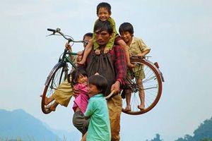 Phim 'Cha cõng con' giành giải Phim hay nhất châu Á tại LHP quốc tế Iran