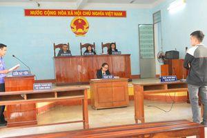 Lãnh 9 tháng tù vì trộm túi xách của nhà báo