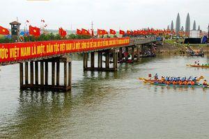 Lễ Thượng cờ Thống nhất non sông ở Kỳ đài bờ Bắc sông Bến Hải