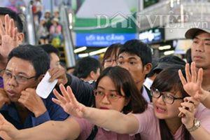 Quảng Ninh: Khách nhễ nhại mua vé tham quan vịnh Hạ Long