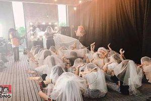 Phản cảm giới trẻ trùm khăn'giả vờ' gia nhập 'Hội thánh Đức Chúa Trời'