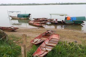 'Xóa sổ' một làng hến ven sông Lam?