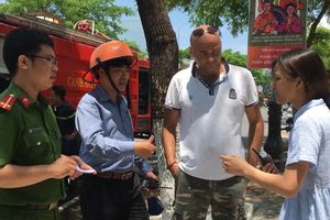 Du khách nước ngoài cứu 2 trẻ em trong ngôi nhà cháy bị khóa cửa