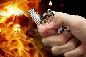 Nhân viên tạt xăng đốt giám đốc