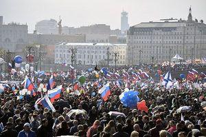 Hơn 10 vạn người diễu hành mừng ngày Quốc tế Lao động