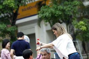 Khách du lịch đến Hà Nội dịp lễ 30/4 và 1/5 tăng mạnh, các điểm tham quan đông nghẹt người
