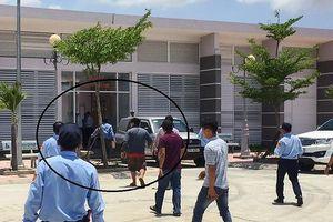 Tài xế cầm đá xông vào trạm đánh nhân viên BOT Ninh Lộc