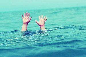 2 học sinh ở Quảng Ngãi tử vong khi đi tắm biển