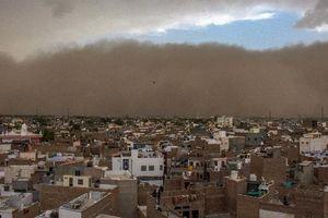 Chùm ảnh: Bão cát cường độ mạnh càn quét Ấn Độ, 77 người thiệt mạng
